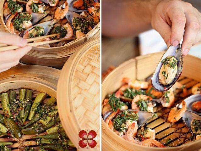 Mexilhões e quiabo cozido à vapor (recipiente de bambu) - Cozinha da Matilde - Chef Letícia Massula
