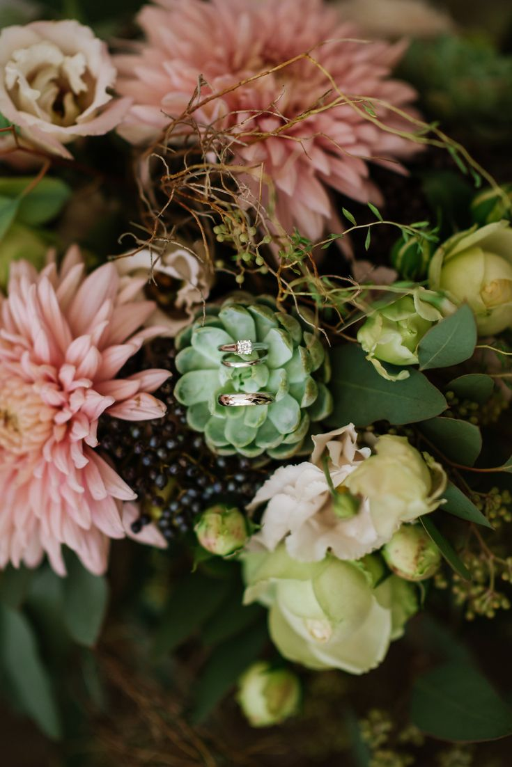 Cake & Confetti Weddings. Photo by Monica Tarocco, Swiss Alps Elopement, Flowers by Cinq Etoils