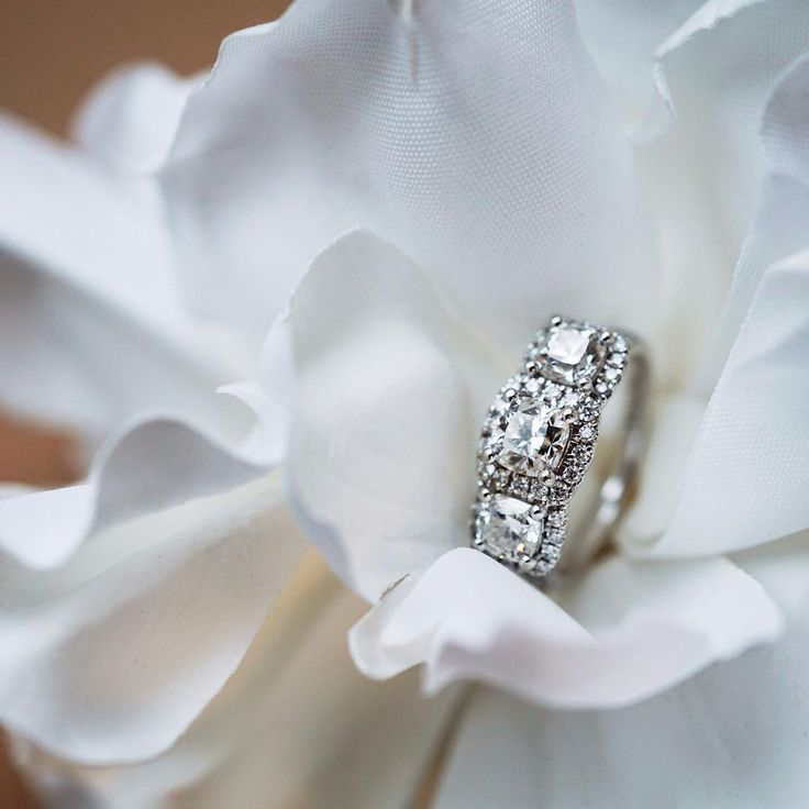 Floral Fridays with a hint of sparkle.  #CanadianRocks #canadiandiamonds