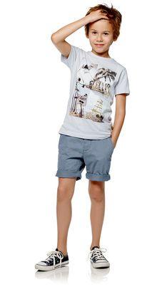 T-skjorter  T-skjorter kan brukes året rundt, og de er lekre både til sommer og vinter. POMPdeLUX har t-skjorter i mange forskjellige farger og modeller, så det er noe til både store og små gutter. Våre T-skjorter er i lekre myke kvaliteter, og med mange fine detaljer og trykk. Finn din favoritt T-skjorte til hverdag eller kul polo til festlige anledninger. Våre T-skjorter går fra størrelse 80 cm til 152 cm, og det er masse inspirasjon å hente til barnas garderobe.: Oceanside Jr t-skjorte