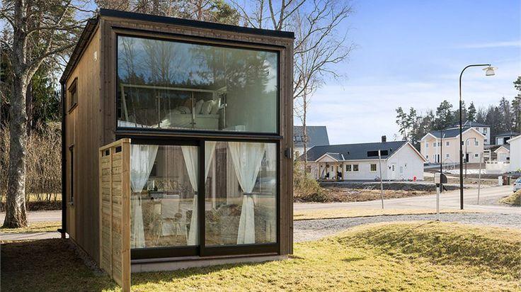 Drömmer du om ett mindre hus, eller att köpa ditt första hus? Då kanske det här pyttelilla men toppmoderna huset är perfekt!