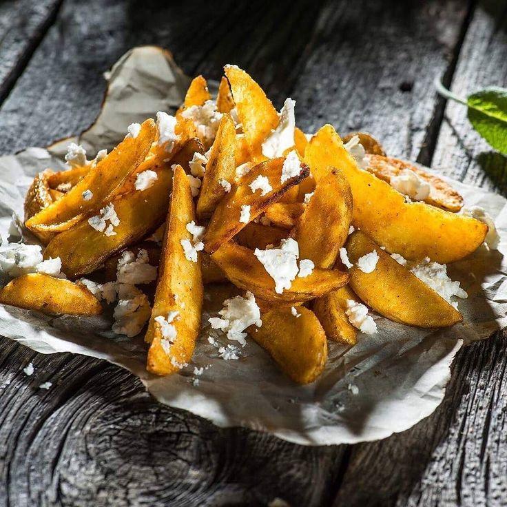 Domino's prezinta gustul copilariei-> Cartofi wedges cu branza.. Un nou produs delicios! Delicios e prea putin spus... Incearca-i ! #dominosromania #pizzalover #dominoslover #gustulcopilariei #cartofiwedgescubranza