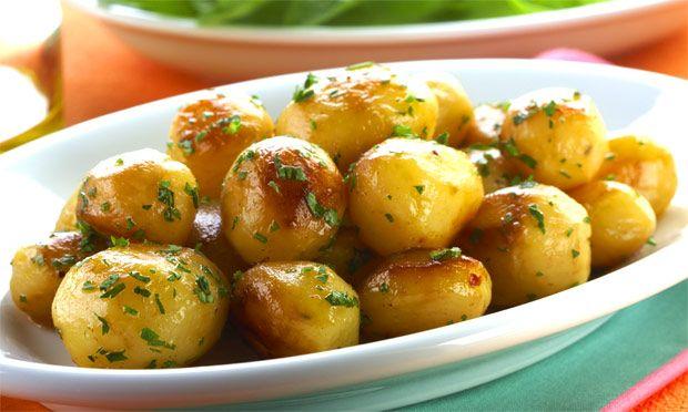 Descrição: Aprenda como fazer Batata dourada. Veja a receita: Modo de Preparo: Descasque a batata. Na panela de pressão, derreta a margarina, col