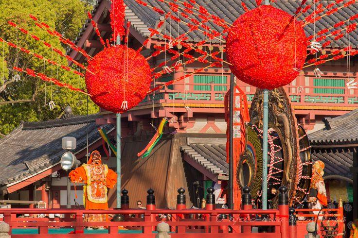 https://flic.kr/p/FAHpTM | Ancient Bugaku Dance at Shitennō-ji in Osaka, Japan. | Genjōraku Bugaku (還城楽 舞楽) dance in honour of Prince Shōtoku's (聖徳太子) passing away (April 22nd). This is part of the Shōryōe Bugaku Memorial Service (聖霊会舞楽大法要) at Shitennō-ji (四天王寺) in Osaka.