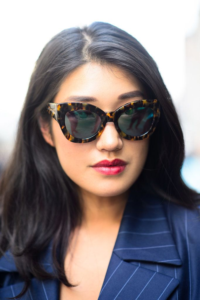 Street style beauty: Chic sunglasses and berry lips