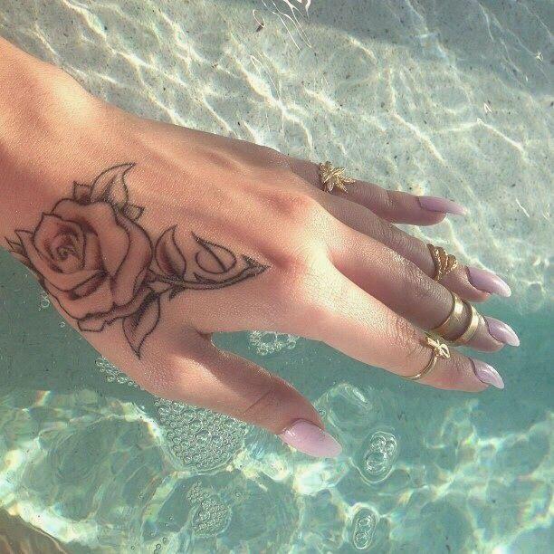 Hand Tattoos Both Women img802e01a3efe931817