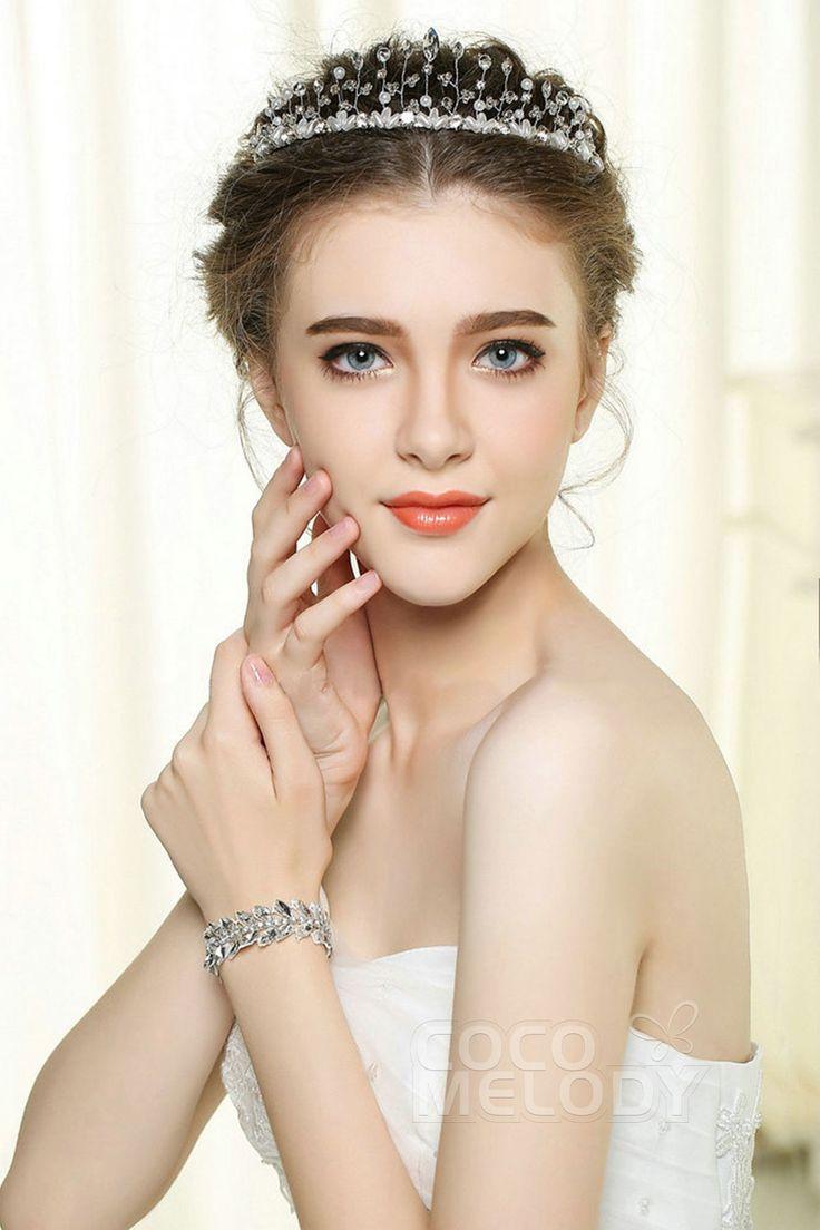 Divine White Alloy Wedding Headpiece with Rhinestone and Imitation Pearl FG-024 #wedding #weddingessentials #headpieces #cocomelody #weddingaccessories