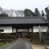 岡本家住宅 長屋門-入口の門だけでも風格があります