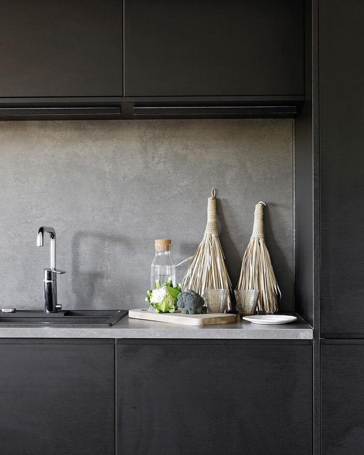 """15 gilla-markeringar, 2 kommentarer - A.S.Helsingö (@a.s.helsingo) på Instagram: """"Even black kitchens can feel warm and comfy if done right  #ikeahack #oakveneer"""""""