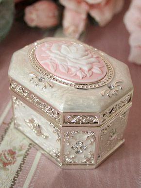 Victorian maiden. My favorite music box from Victorian Maiden.