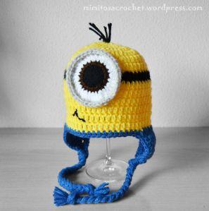 """Patrón gratis en crochet de los gorritos con forma de Minion de la conocida película """"Gru, mi villano favorito"""".   Otro gorro Minion, esta vez con videotutorial:"""