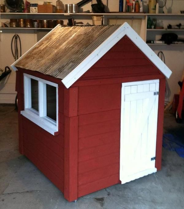 Build easy diy playhouse from pallets diy playhouse for Easy to build playhouse