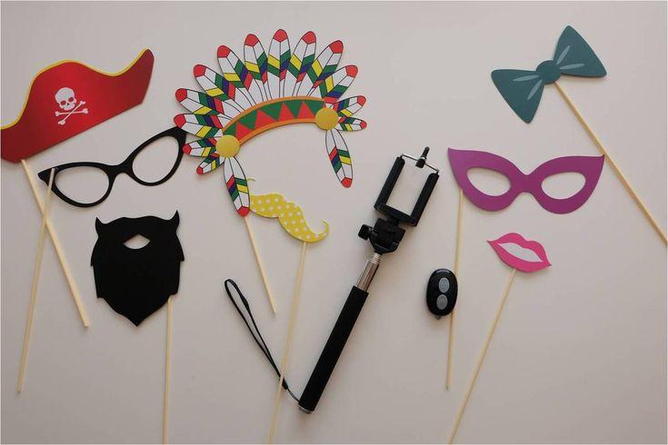 Le kit parfait pour une super pyjama party : des accessoires pour un photobooth rigolo et une perche à selfie !