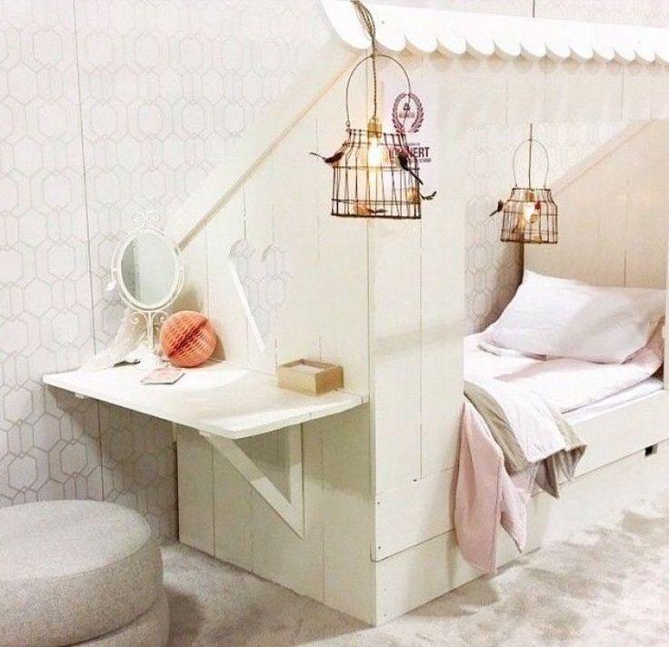 """Herman: leuk dat """"raampje"""" aan het voeteneind.   mommo design: 7 DREAMY BEDS"""