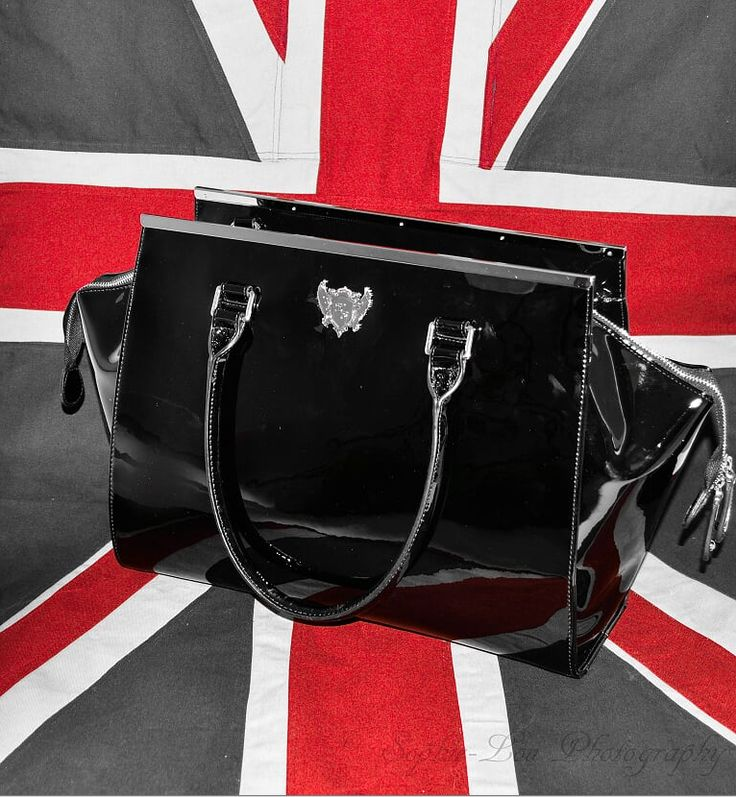 We love all things #British! And out NEW #London #changing/ #diaper #bag is our favourite thing of all!