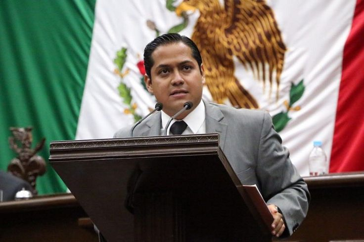 Ante el pleno del Congreso de Michoacán, el diputado de Movimiento Ciudadano propuso homologar tiempos para la aplicación de juicios políticos, así como modificar el formato de los informes de ...