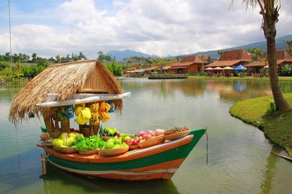 Floating Market Lembang Konsep Eat, Play & Love di Situ Umar