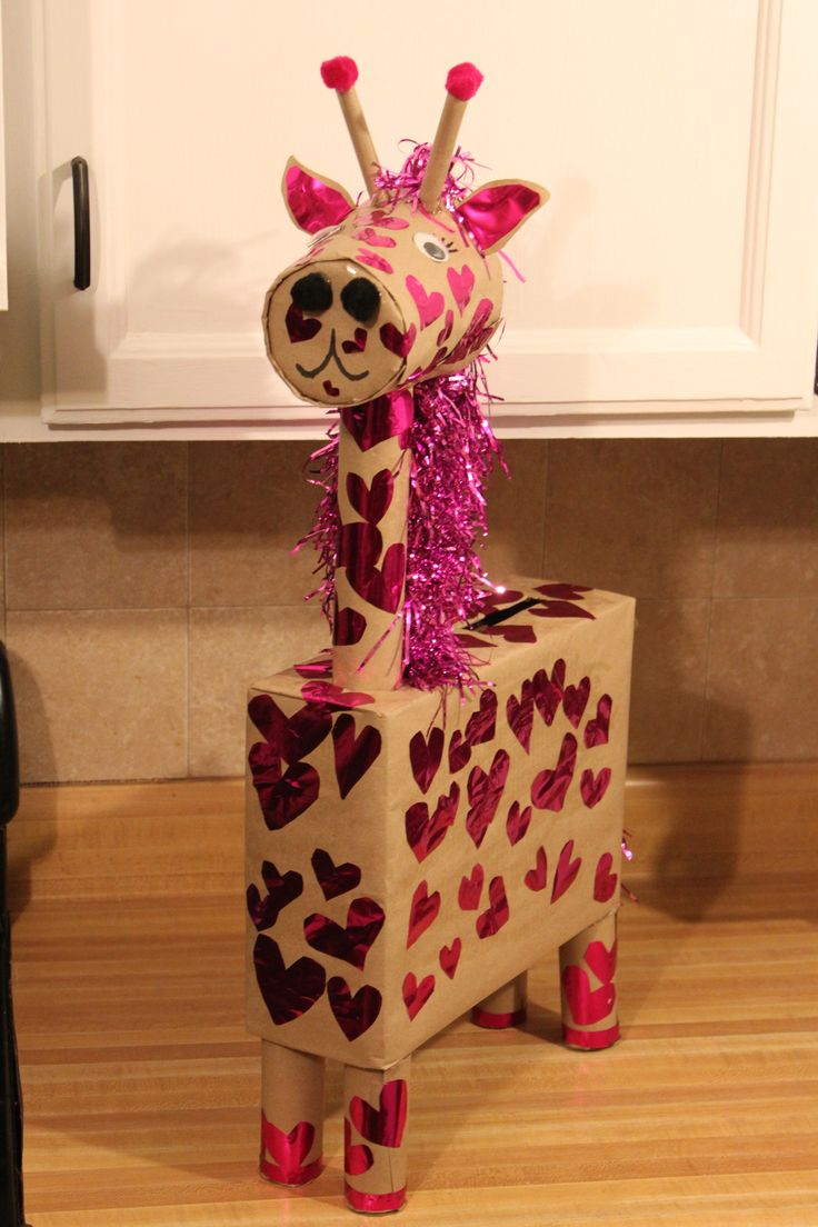 Giraffe V-day box. Spent $5.00 in supplies at the dollar store, | Valentine's day boxes