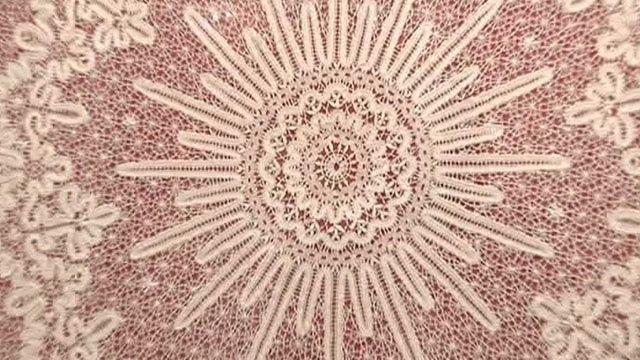 Вологодское кружево – это уникальная техника плетения. Размеры полотен достигают порой шести метров. Иностранные мастерицы так и не смогли создать ничего подобного.