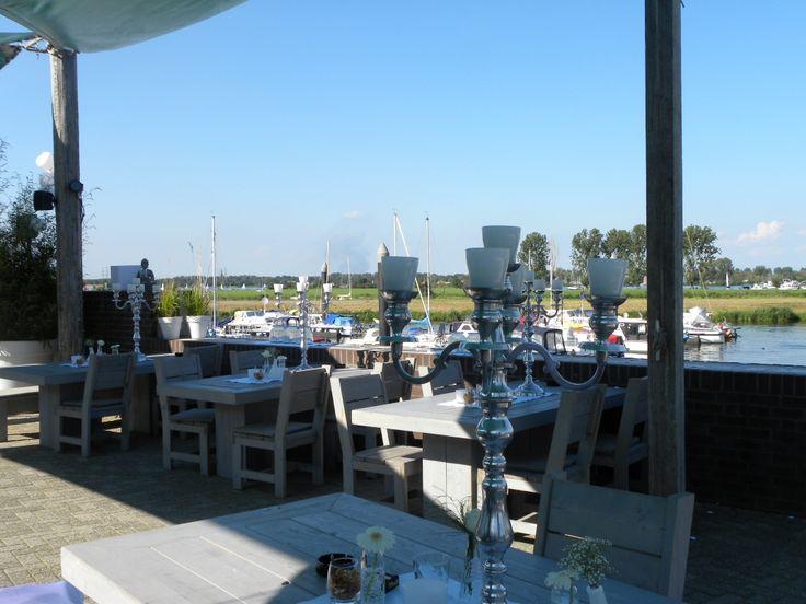Restaurant Lounge 44 aan haven de Rosslag in Herten is het prima toeven, zowel binnen als buiten...aanrader!