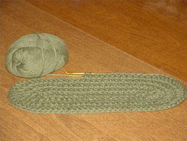 Crochet an Oval Using a Double Crochet Stitch
