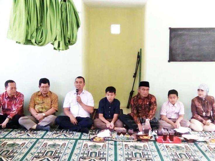 """Mendikbud Minta Anak-Anak Desaku Menanti Tak Putus Sekolah https://malangtoday.net/wp-content/uploads/2017/04/mendikbud-2.jpg MALANGTODAY.NET– Menteri Pendidikan dan Kebudayaan (Mendikbud), Muhadjir Effendy meminta agar pendistribusian Kartu Indonesia Pintar (KIP) kepada warga Desaku Menanti dimaksimalkan. Sehingga warga usia sekolah dapat melanjutkan pendidikannya. """"Jadi, yang orangtuanya tamatan SD,... https://malangtoday.net/malang-raya/pendidikan/mendikbud-m"""