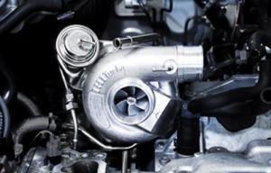 Турбонаддув представляет собой вариант наддува, когда в цилиндры двигателя авто воздух направляется под определенным давлением. 1 Турбонаддув в автомобиле – общая информация На данный момент система турбонаддува признается специалистами высокоэффективной системой ощутимого увеличения мощности двигателя авто, которая не требует повышать объем цилиндров и частоту вращения коленвала. При этом двигатель с турбонаддувом гарантирует: уменьшение токсичности отработавших …