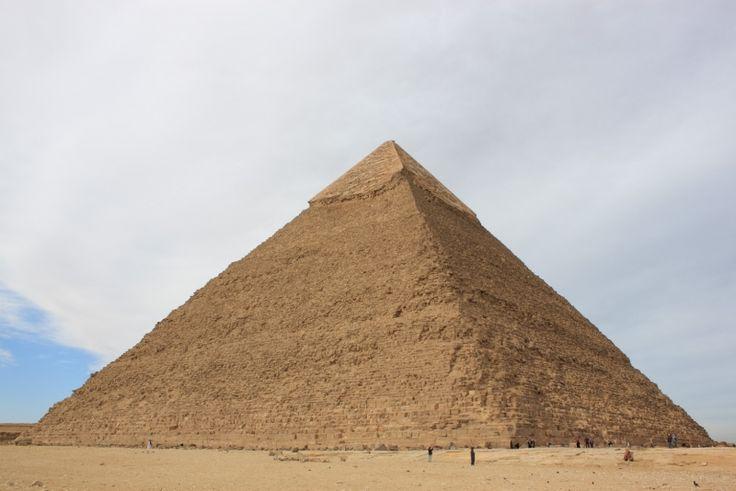 Necropoli di Giza piramide di Chefren, ca 2550 a. C. Blocchi di pietra calcarea.