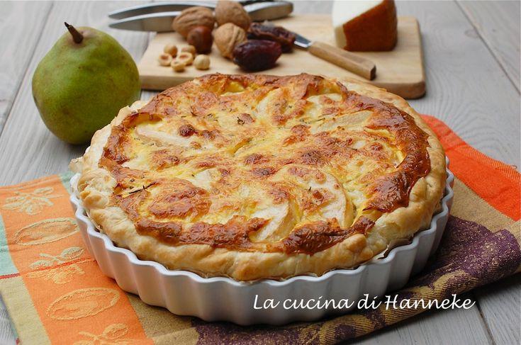Torta salata al formaggio, pere e frutta secca