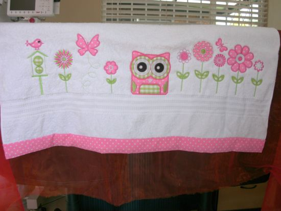 BESV535 - Cute Applique Owls Too Wit Too Whoooo with some cute little applique owls, add some owly funk to your next applique project with these cute little guys. Use them on towels, kitchen projects, kiddies shirts or school gear to hoot it up. http://tinyurl.com/gult489