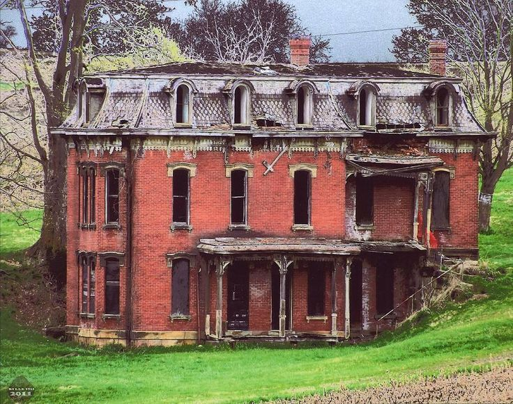 Abandoned Mud House mansion in Lancaster, Ohio. So sad, this was torn down on Sept. 21, 2015 Micoley's picks for #AbandonedProperties www.Micoley.com