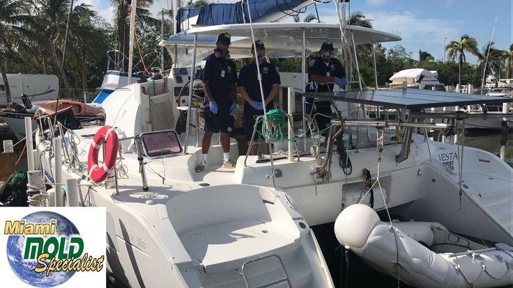 Recurso humano especializado, luego del proceso de remediacion en uno de los yates que se encuentran en la marina.