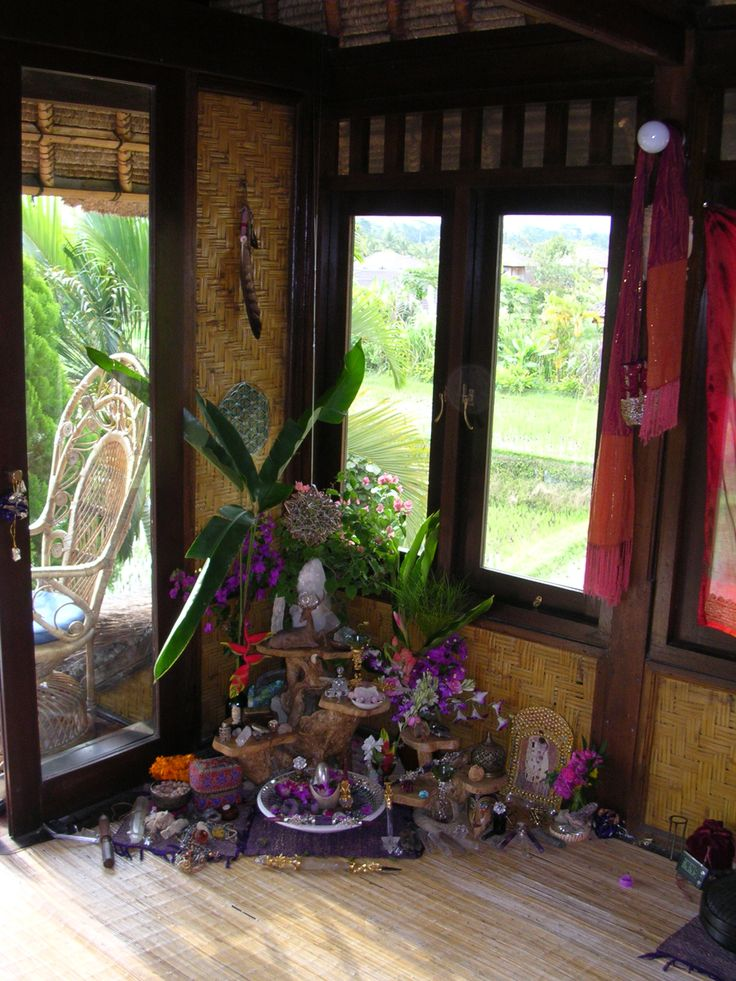 Alter in Bali. Love all the purple.