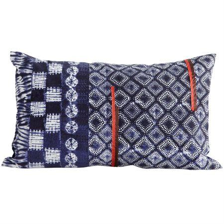 CTY kuddfodral från House Doctor. Ett snyggt kuddfodral med batikmönster i blå nyans. En perfekt kudde för att in färg och mönster i ditt hem.