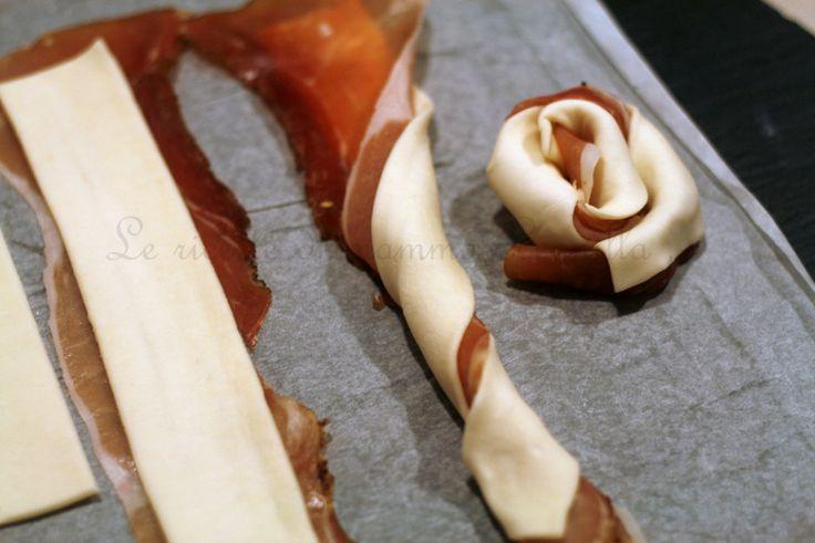 ROSE DI PASTA SFOGLIA E SPECK ,ricetta finger food salata