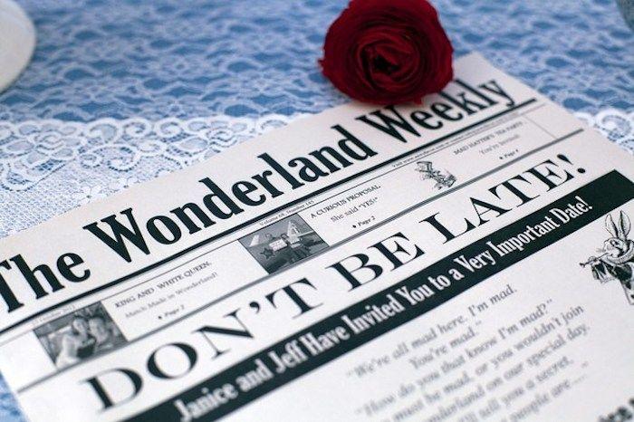 Sei pünktlich für die Hochzeit ist die Schlagzeile dieser Hochzeitszeitung Beispiele
