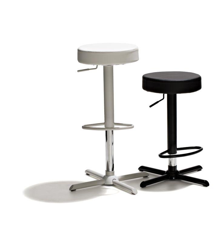Cairo - Barstol, höj- och sänkbar med mjukstoppad sits i konstläder. Underredet är lackat i vitt resp svart + krom.