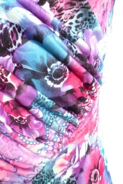 http://www.a-moda.cz/damske-saty/damske-letni-minisaty-s-vyraznymi-barvami-a-kvetinovym-motivem---barevne/