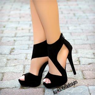 Dekolte Ayakkabı modelleri ayakta çok çarpıcı bir duruş sergiliyor. En iddialı Siyah Yüksek Topuklu Ayakkabılar, Siyah Platform Ayakkabılar Ayakkabı Delisiyim'de.