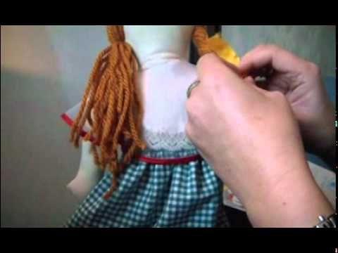 ▶ Realizziamo una Pigotta - II capelli.mpg - YouTube