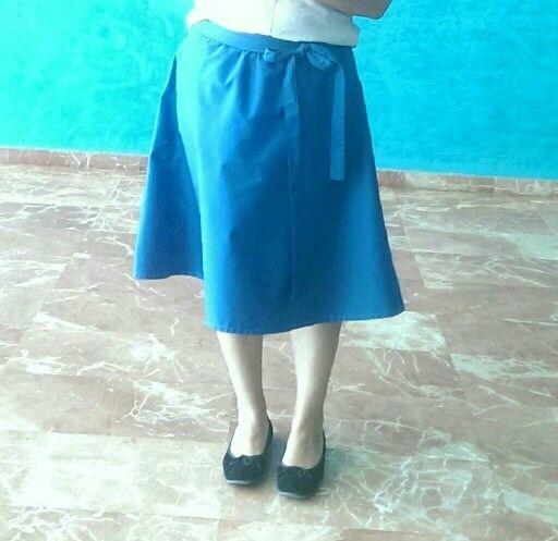 DIY Falda azulon con lazada. Tela algodon