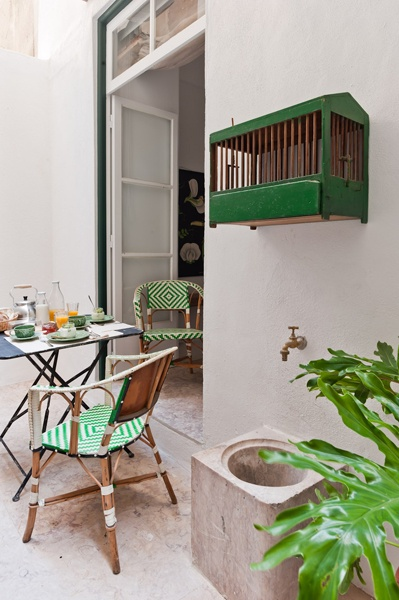 terrace of apartment Belém, Baixa House. the perfect place for a relaxing breakfast before exploring Lisbon    www.baixahouse.com