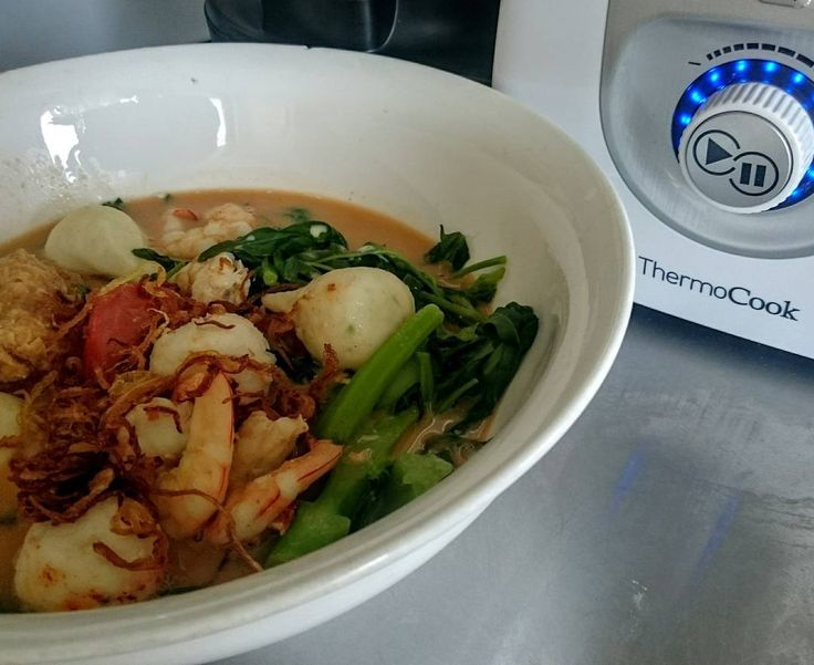 Fish balls Asian greens and prawns in a fish broth with a dash of evaporated milk. Homemade instant fish stock paste made with my Thermocook.  #malaysianfood #Thermocook #Thermomix #NeverStandStill  #malaysiancuisine #streetfood #asianfood #foodblogger #instafood #instadaily #foodie #foodporn #sydneyfoodshare