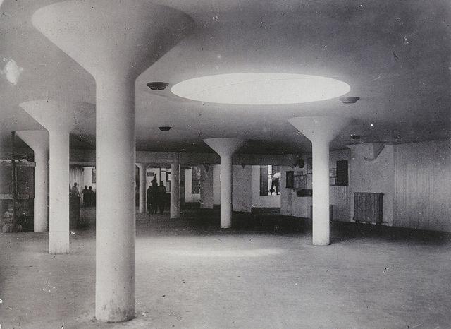 Interior lobby to Moisei Ginzburg and Ignatii Milinis' Narkomfin (1930)