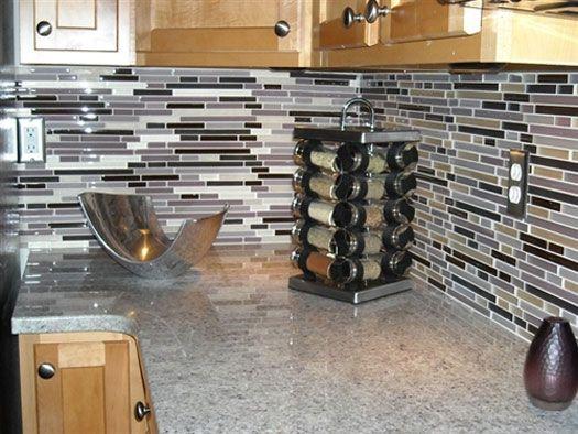 Google Image Result for http://www.floatproject.org/wp-content/uploads/2012/03/kitchen-tile-decorating-ideas.jpg Backsplash with black