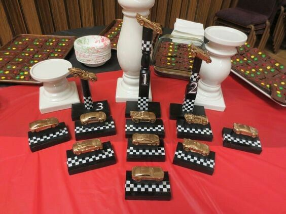 1000 ideas about homemade trophies on pinterest pinewood derby employee awards and pinewood. Black Bedroom Furniture Sets. Home Design Ideas