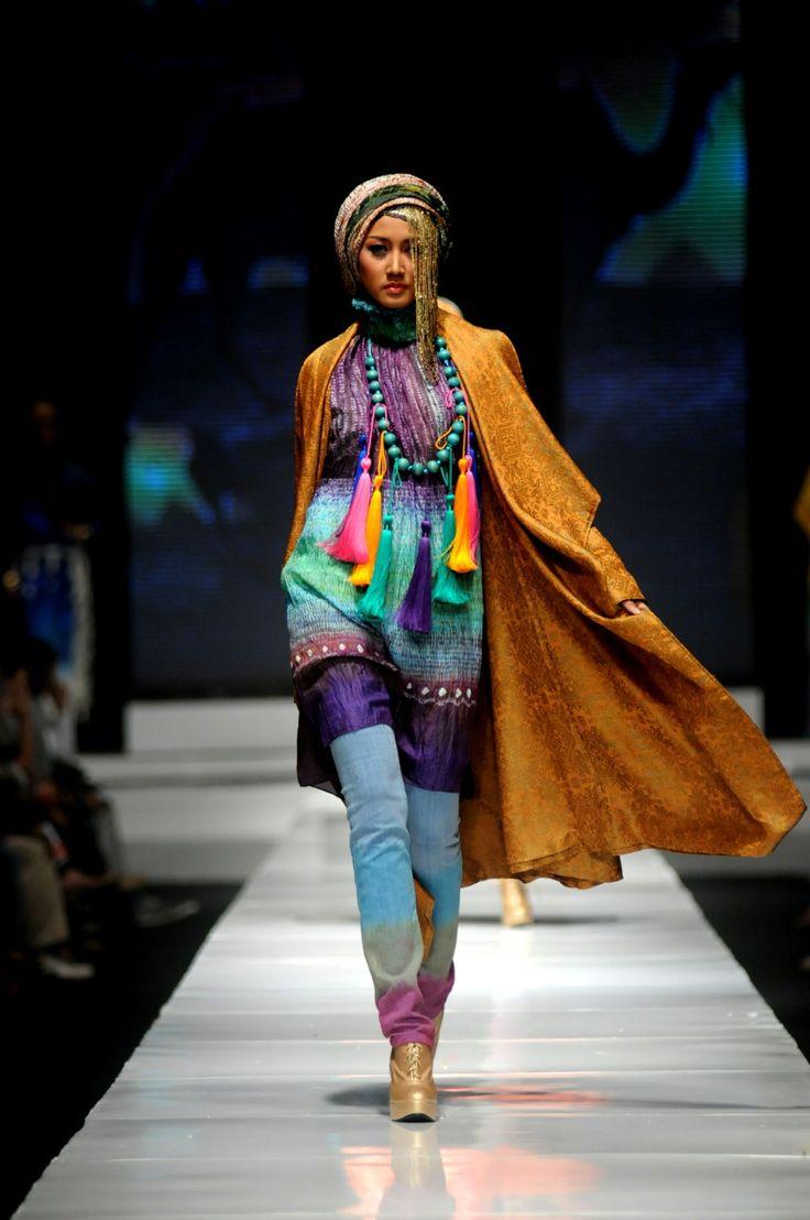 Turkhis Delight - Dian-Pelangi-in-Jakarta Fashion Week