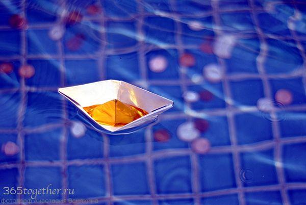 9. Топить бумажные кораблики в ванной, забрасывая их монетками | 365together