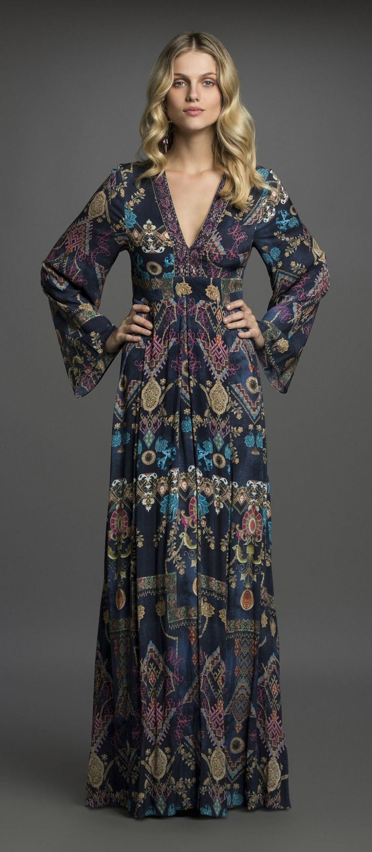 Um dos vestidos mais lindos que já vi. Apaixonada!