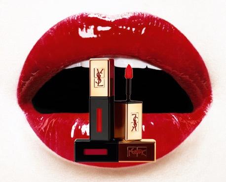 ¿Existe algo más sensual que una barra de labios roja?